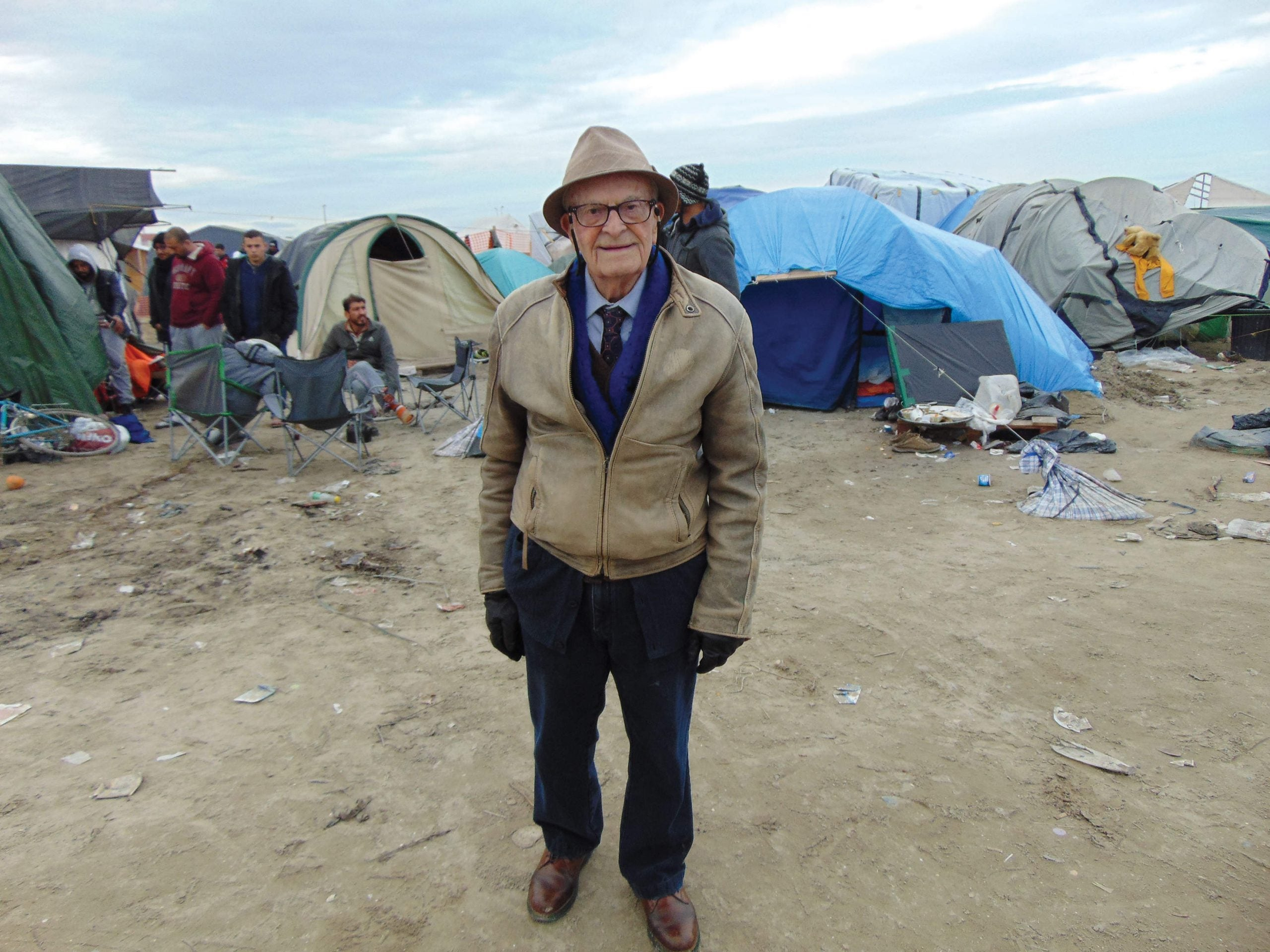 """Our brothers' keepers: Harry Leslie Smith visits the """"Jungle"""" in Calais"""
