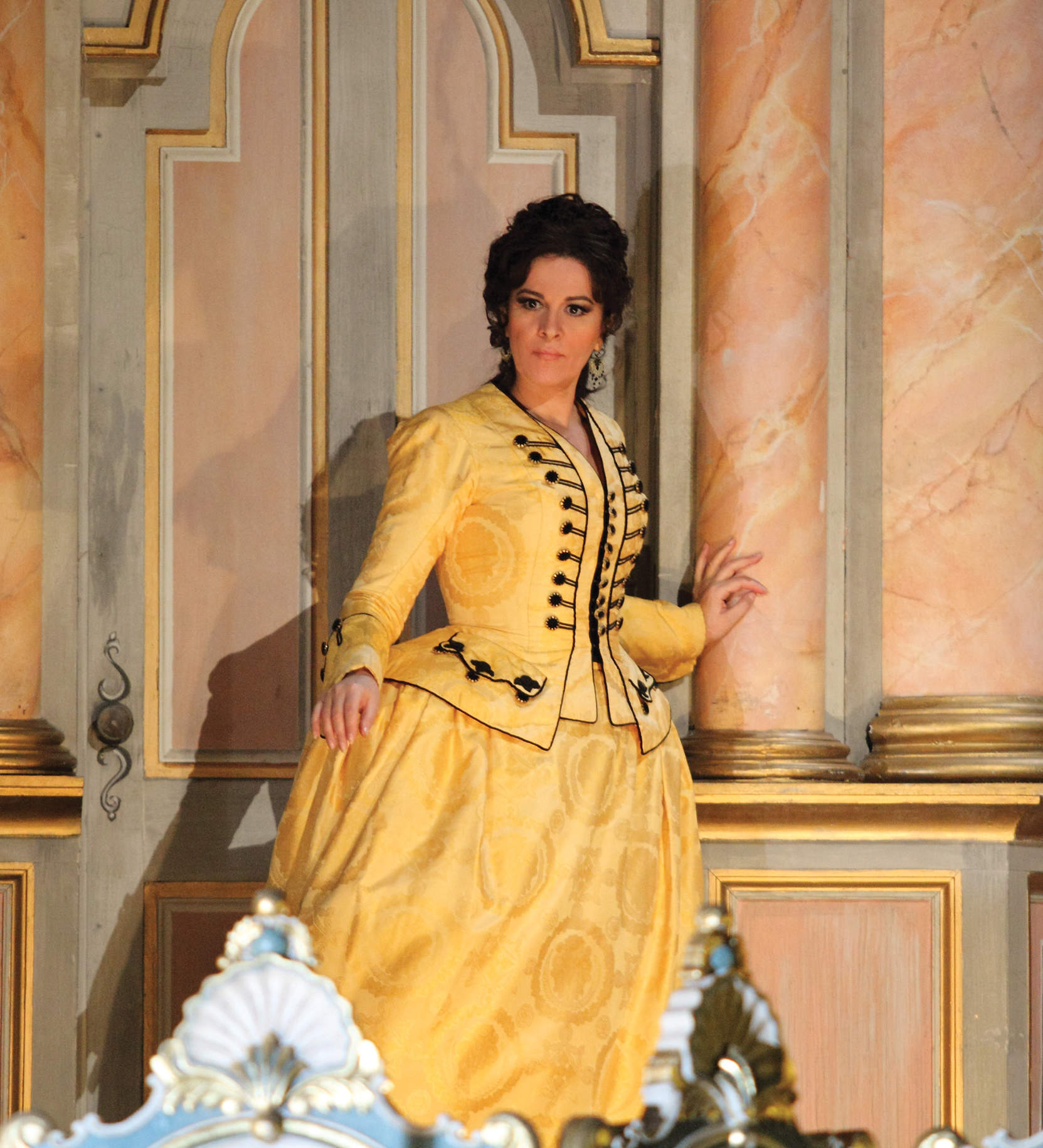 """""""The fat lady sings no more"""": inside opera's diva effect"""