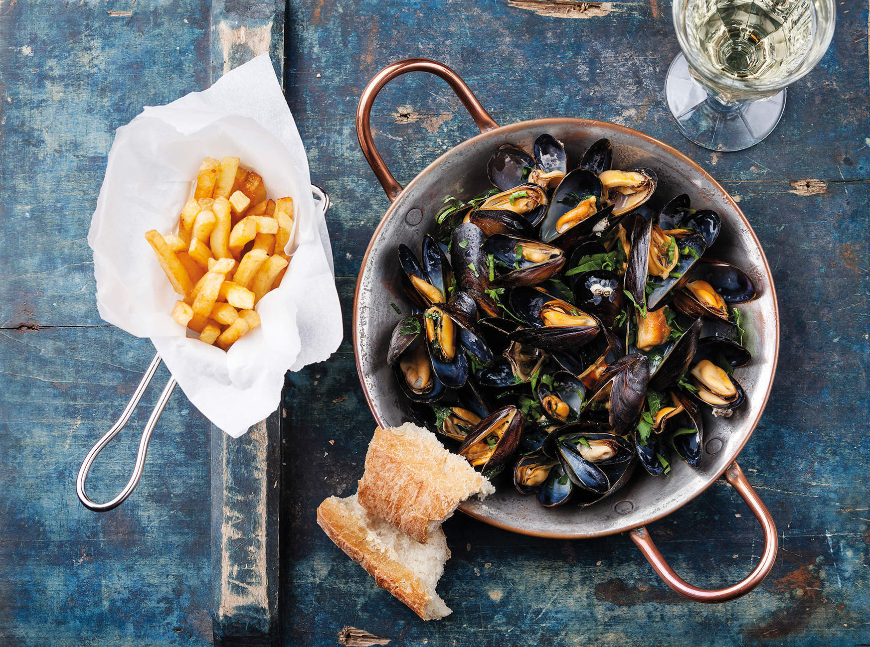 Your daily rations for the Tour de France: 11 generous portions of moules frites