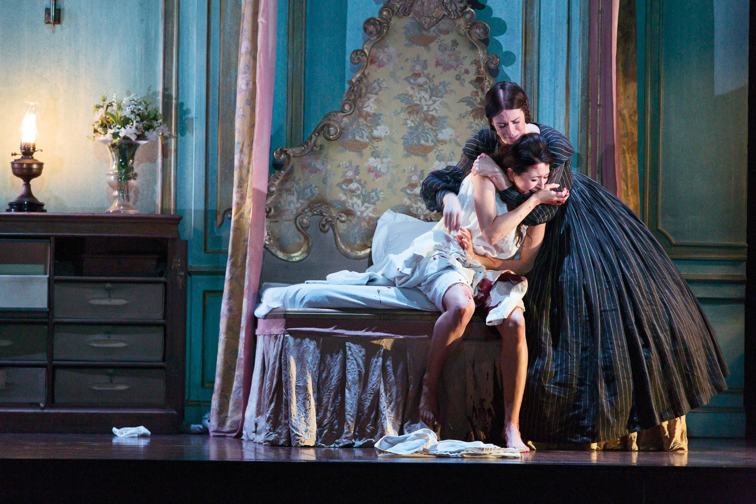 Lucia di Lammermoor: even a director with a feminist agenda can't save her from her fate