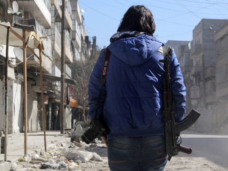 How do journalists keep themselves safe in warzones?