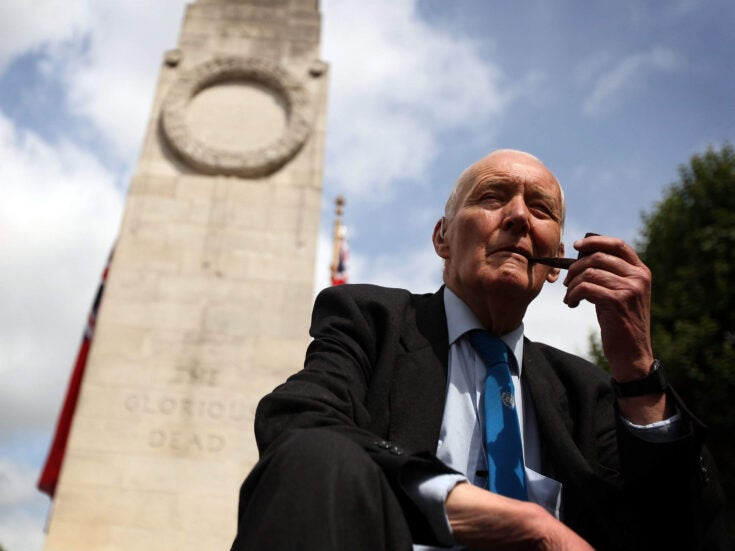 How does Tony Benn's son reclaiming his father's rejected peerage affect modern politics?