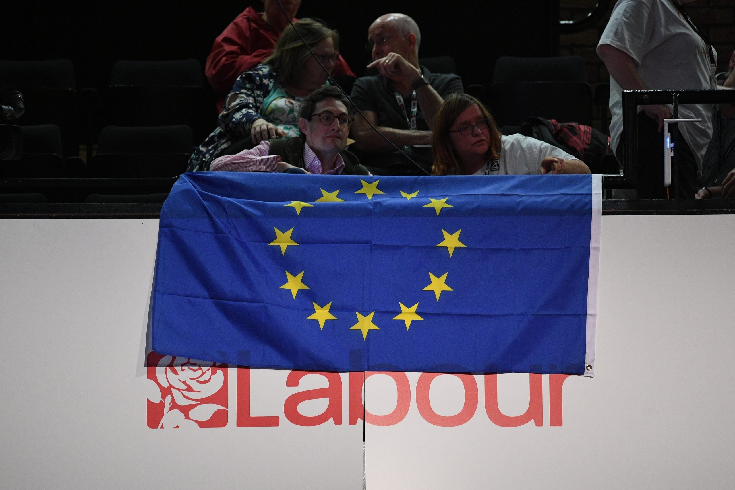 Labour conference votes against becoming a Remain party