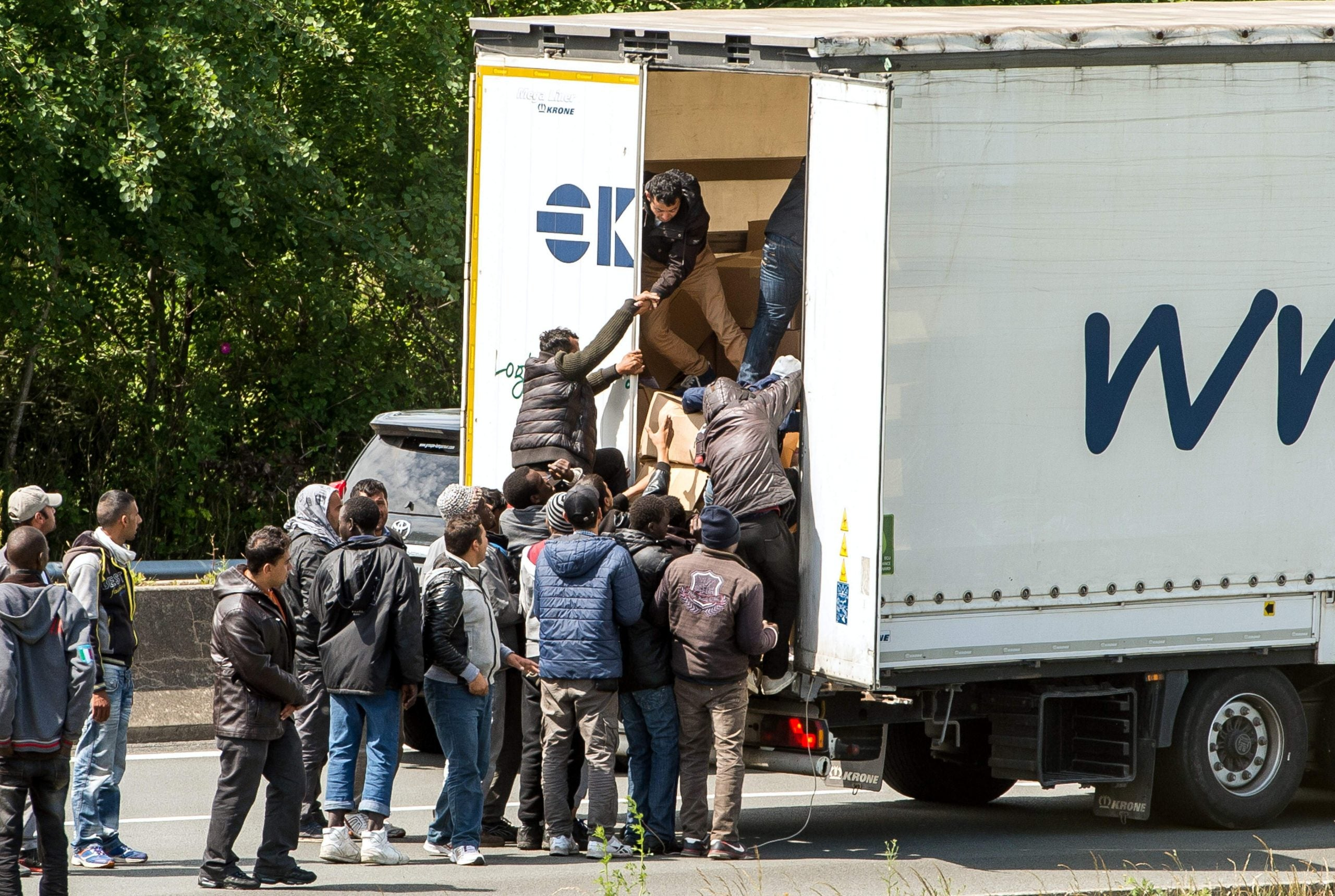 Blockades, attacks, and tear gas: what's going on in Calais?