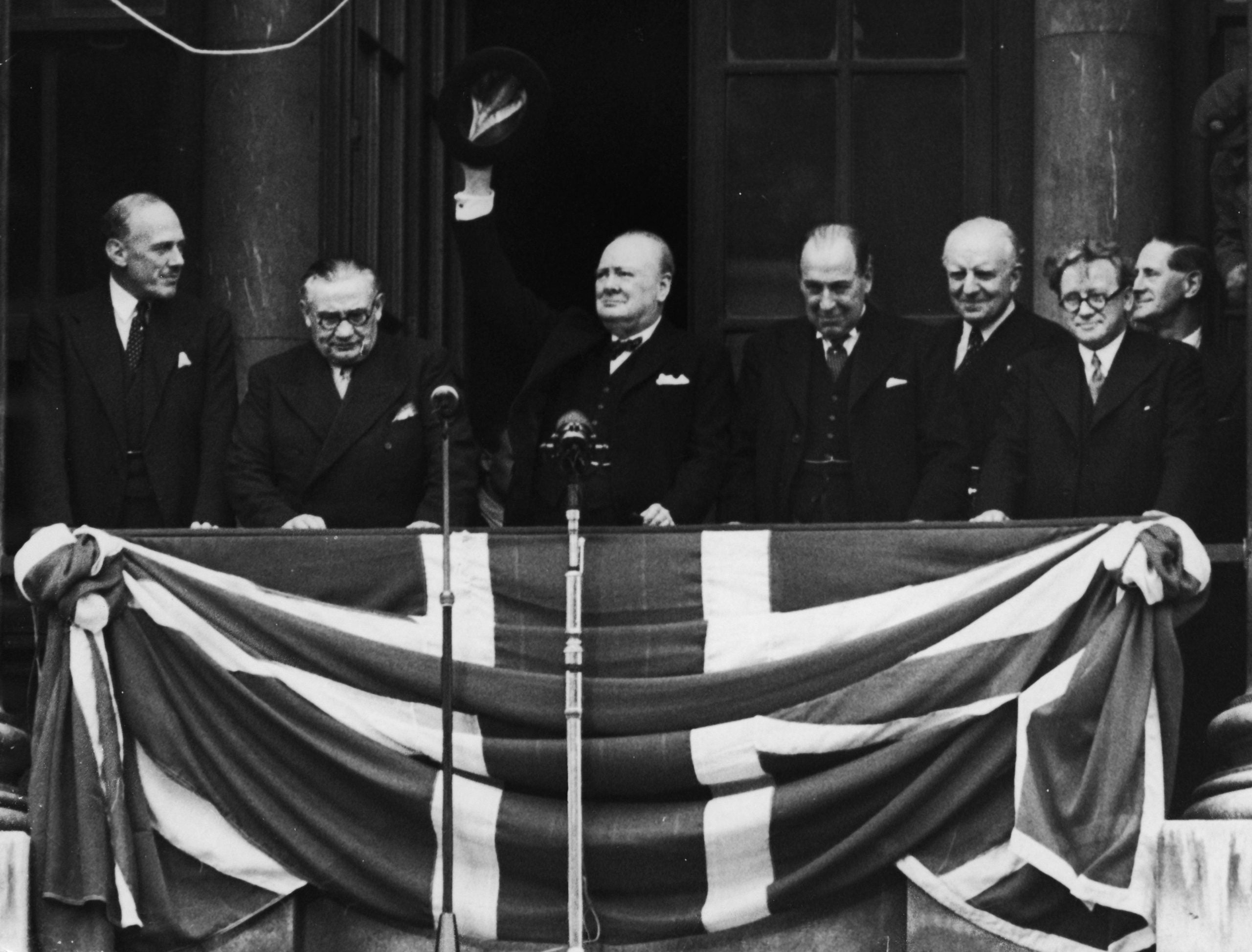 """How the myth of """"Britain alone"""" overshadows VE Day"""