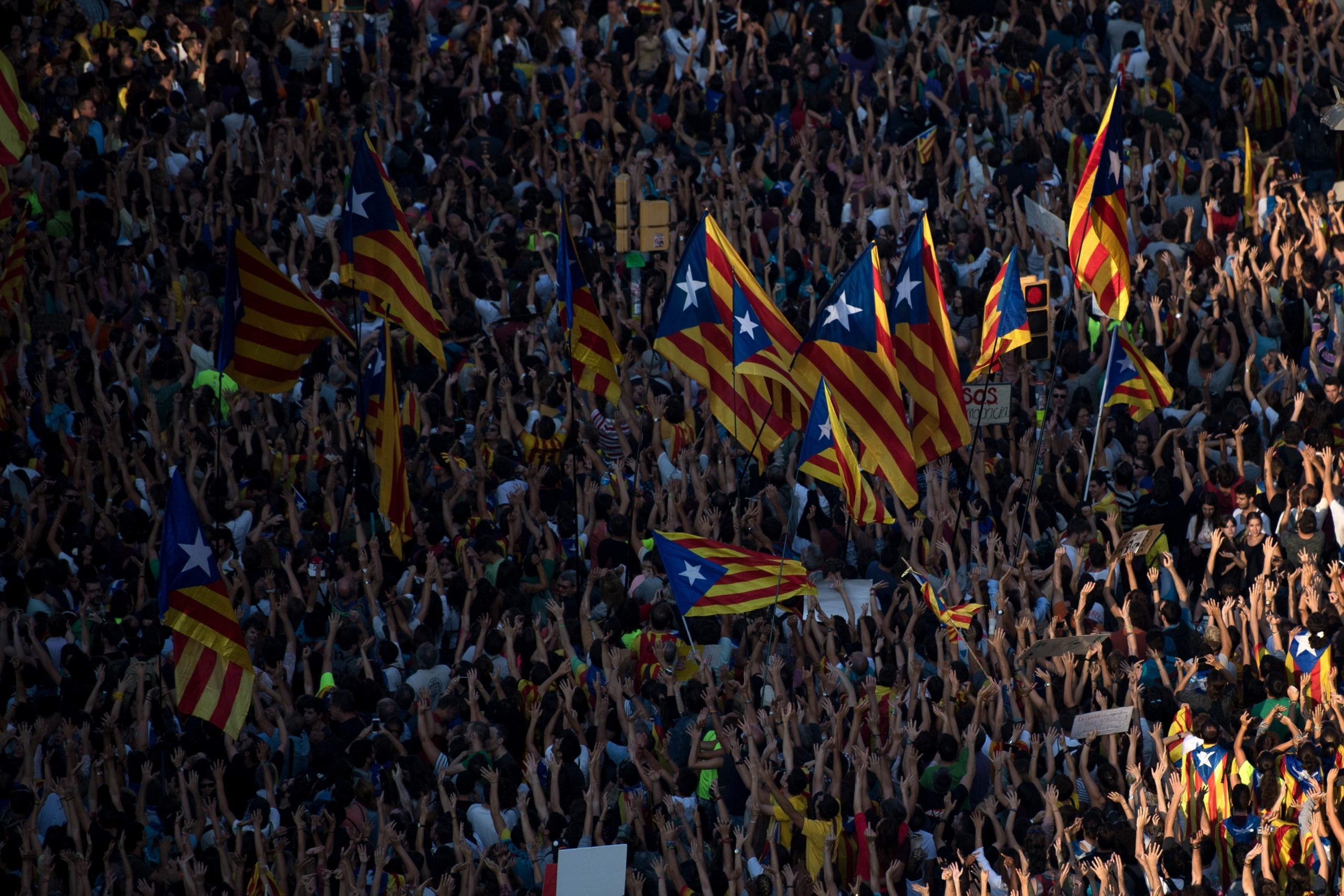 """""""I prefer to go into the abyss"""": Catalonia stands on the brink of independence"""