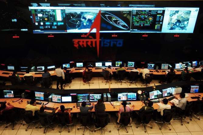Billion people hold their breath as India becomes the first Asian country to reach Mars