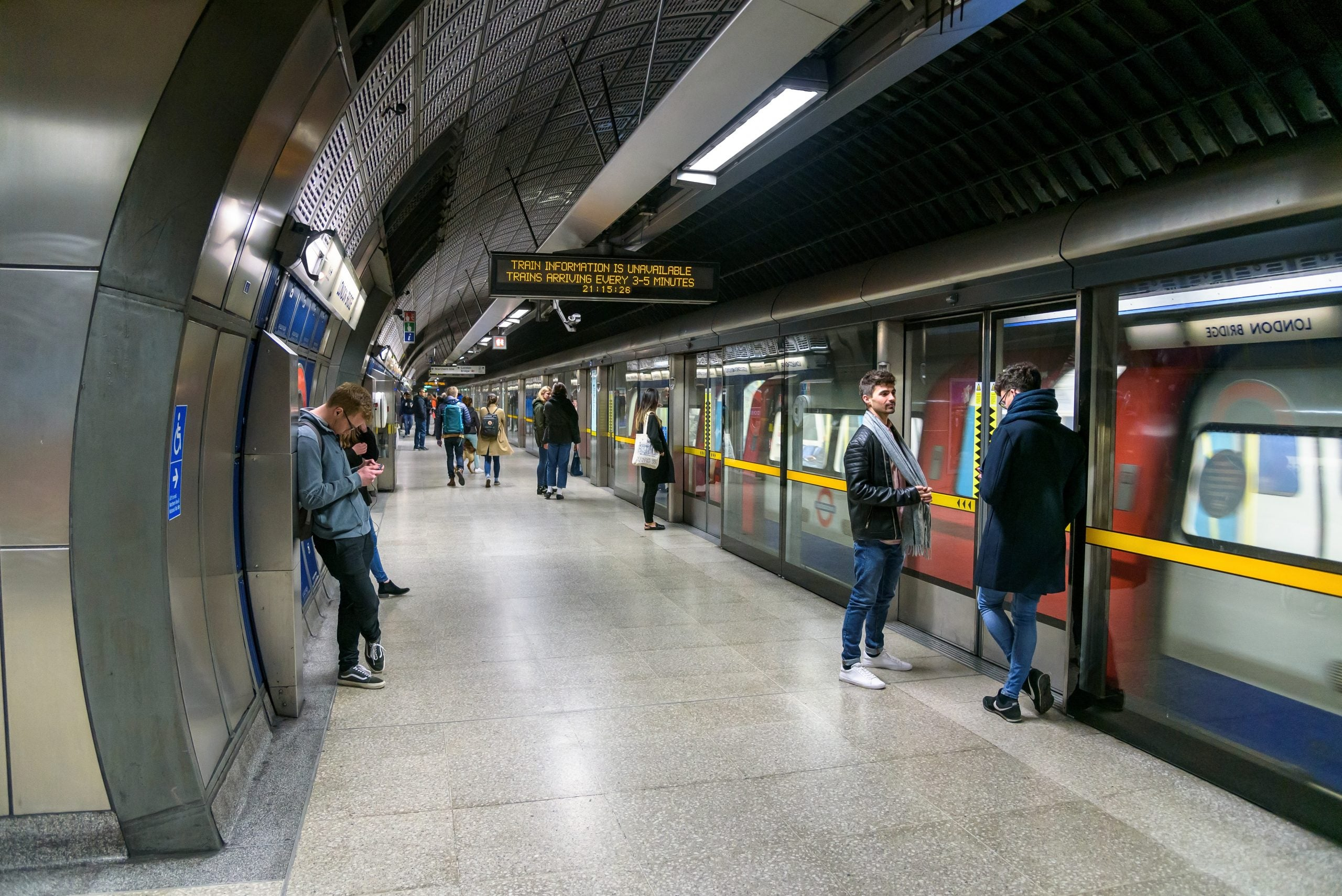 EE joins TfL 4G trial on London Underground